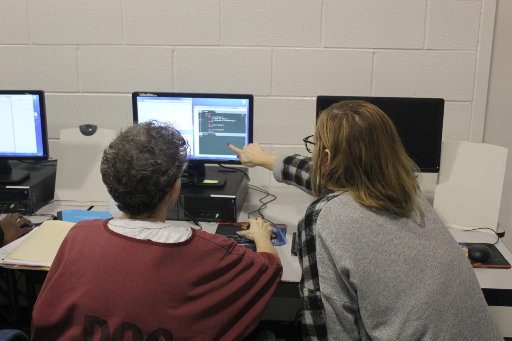 leeann helping an incarcerated woman learn to code